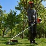 il decespugliatore per tagliare l'erba