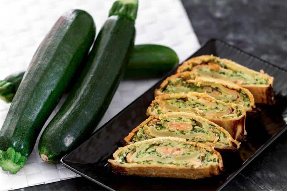 Torta salata con zucchine e salmone