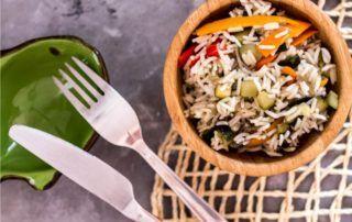 riso freddo con zucchine, peperoni e melanzane