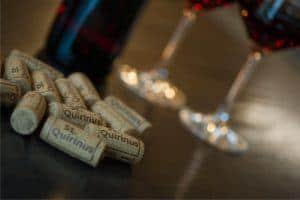 tappi e bottiglie di vino biologico