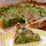 Torta salata con broccoli, pancetta e taleggio