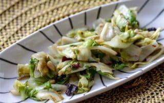 insalata cotta scarola con uvette e pinoli