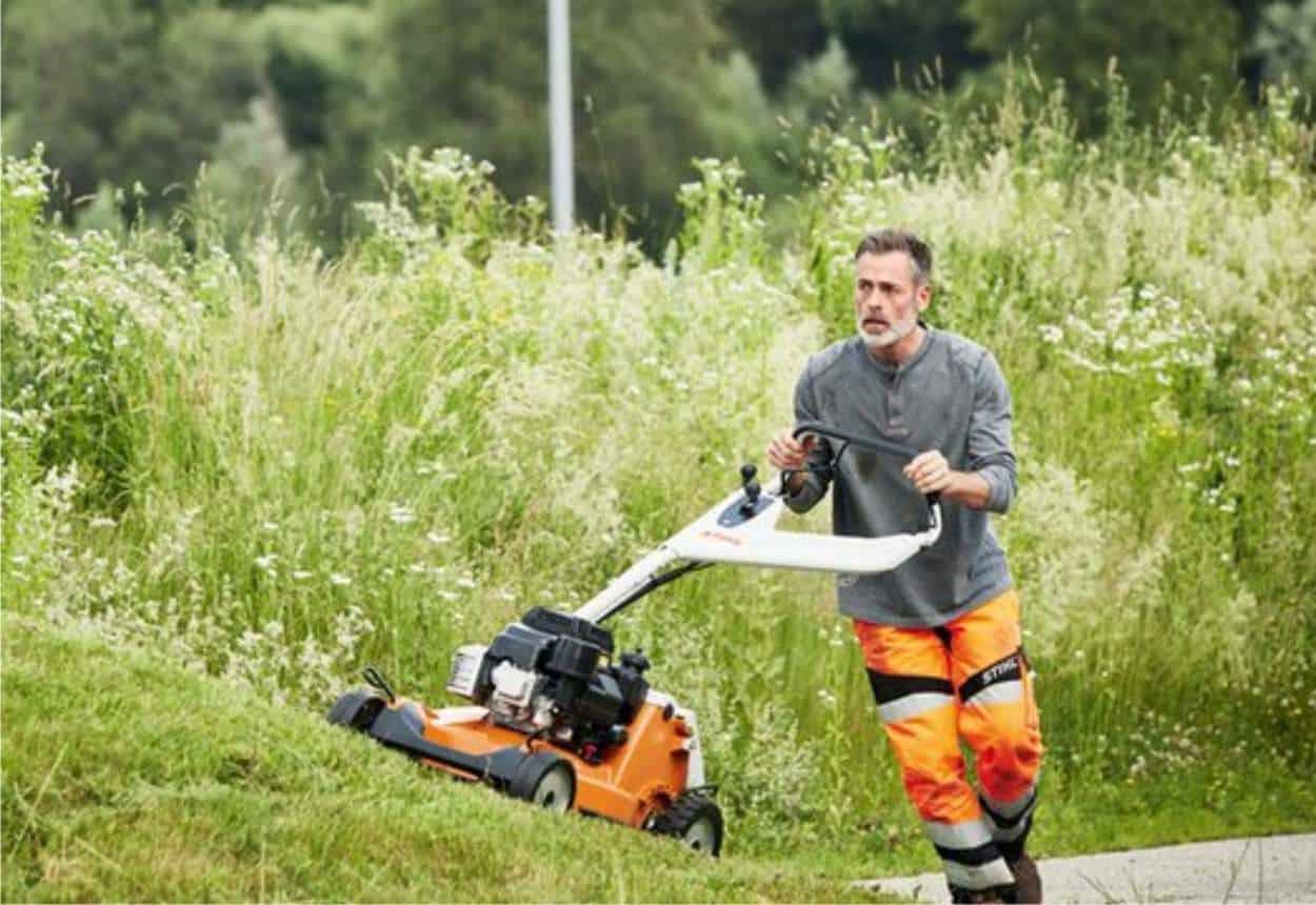 Attrezzi a motore da giardinaggio