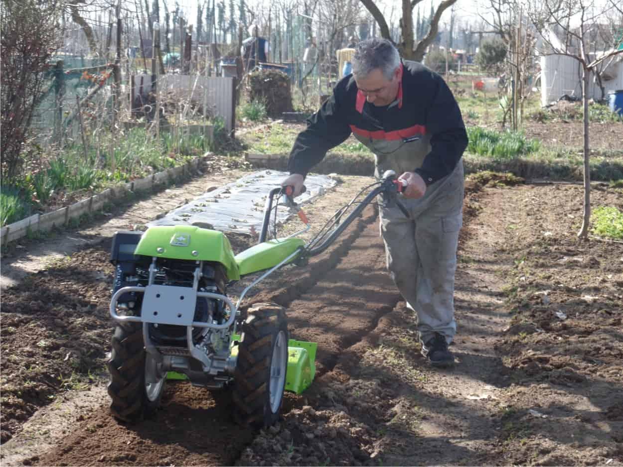 Le macchine agricole per lavorare la terra